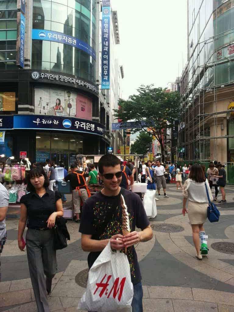 Bairro de Myeongdong intercâmbio na Coreia do Sul pedro henrique moschetta coreia do sul partiu intercambio
