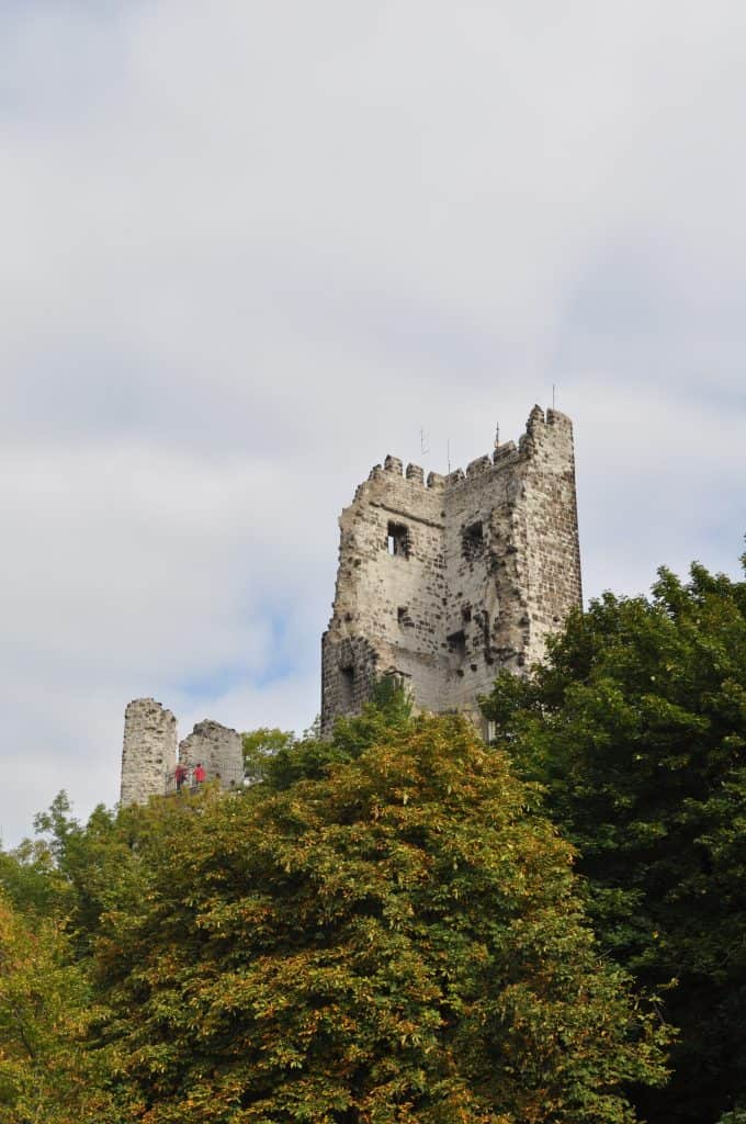 A ruína de Drachenfels no topo do morro