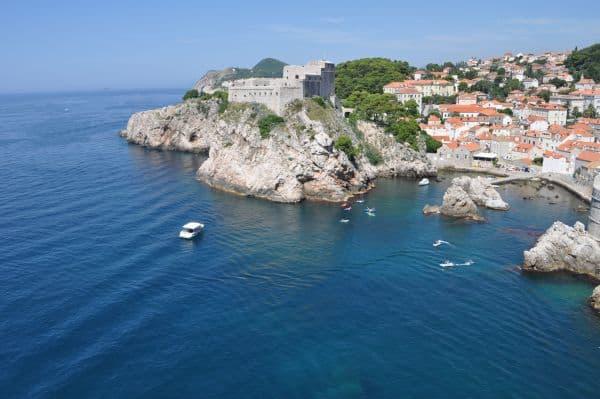 Forte Lovrijenac visto da muralha de Dubrovnik: os fãs de Game of Thrones pira.