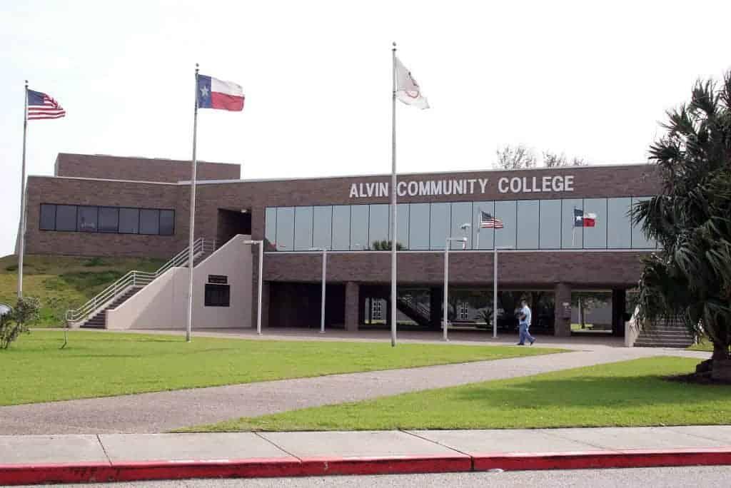 community college o que é faculdade nos EUA